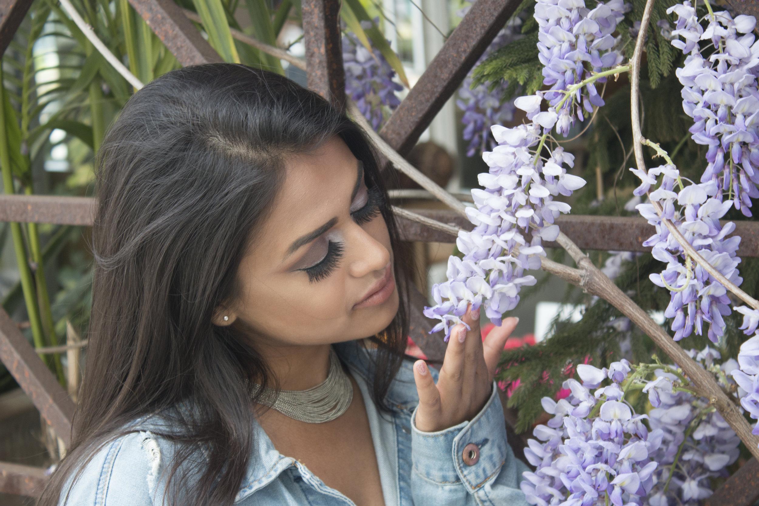 suesmellingflowers2.jpg