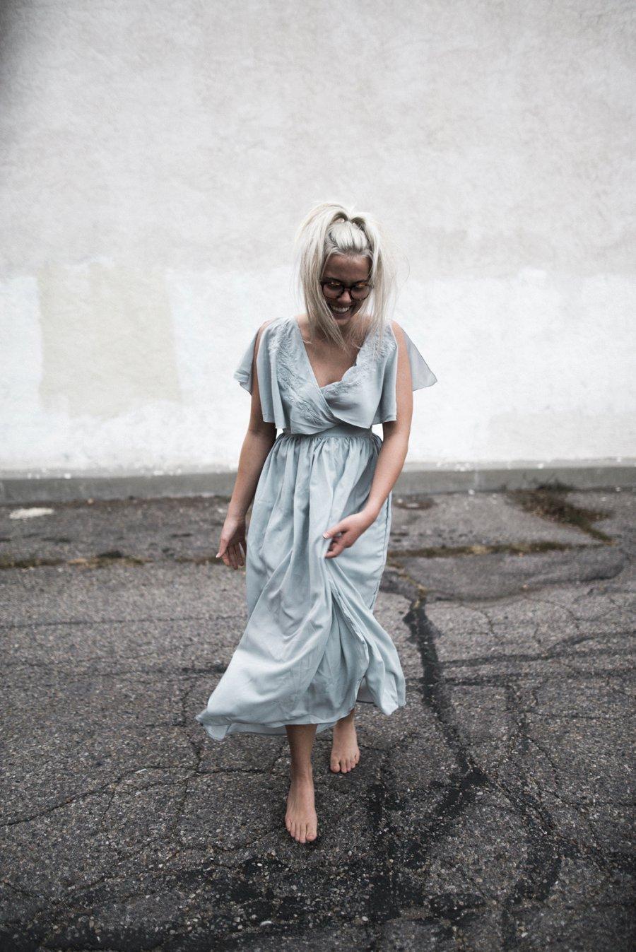 light-blue-wedding-dress-movement_0016.jpg