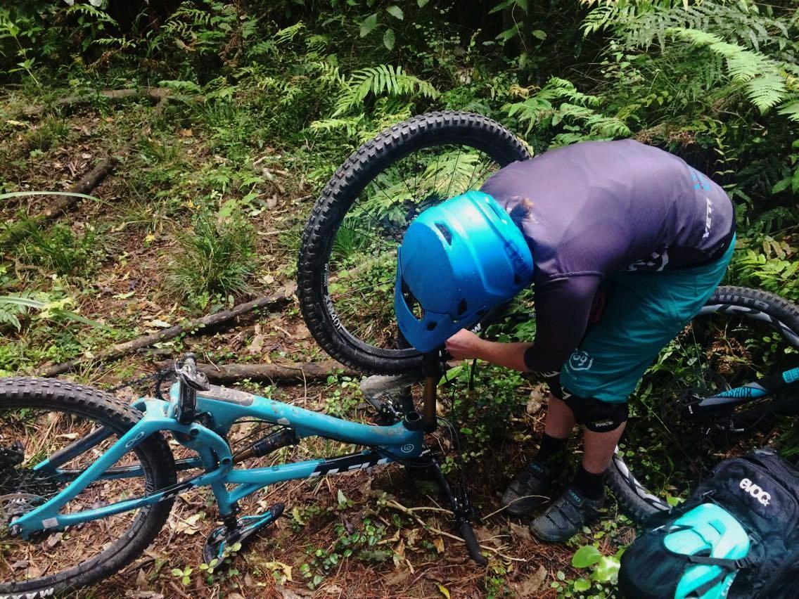 Fixing my bike during practice ||  Photo: Dan Harmon