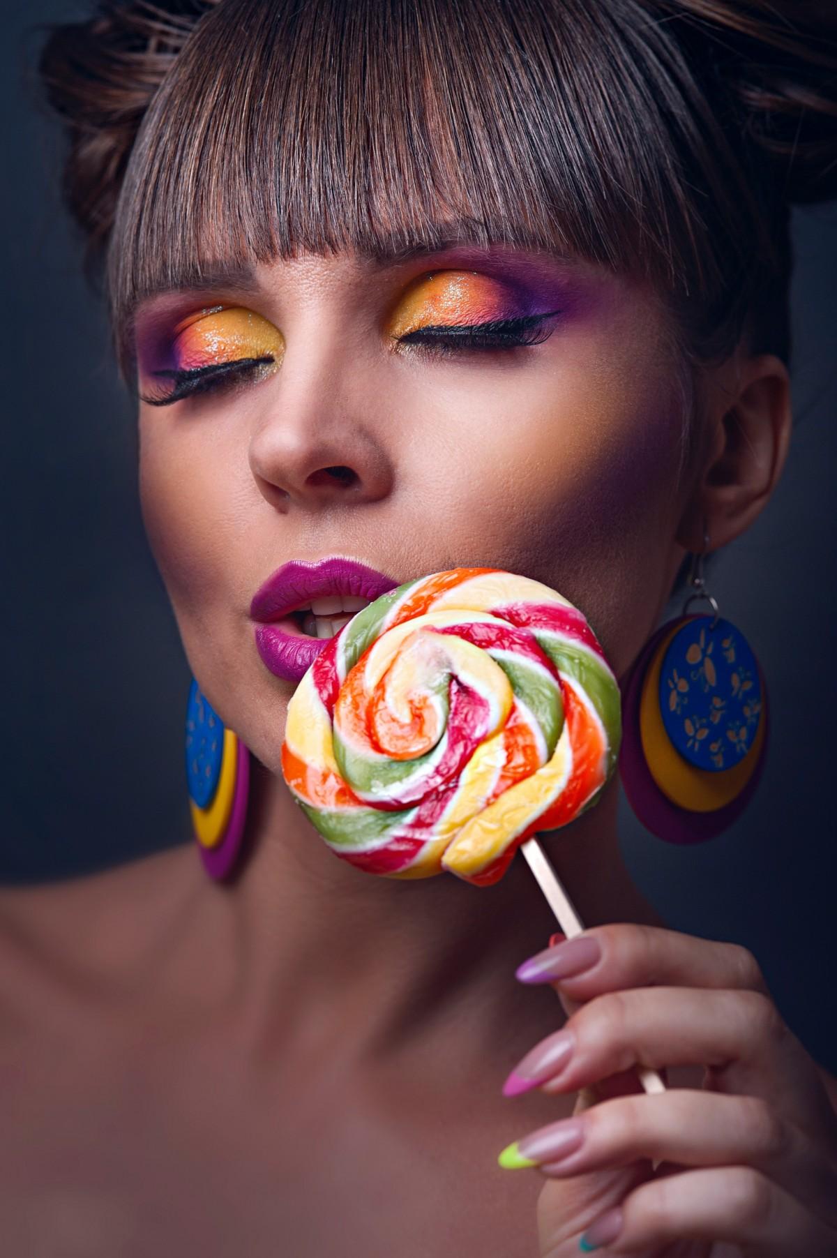 beautiful_beauty_candy_colorful_colourful_cute_earrings_eyeshadow-1550459.jpgd.jfif.jpeg