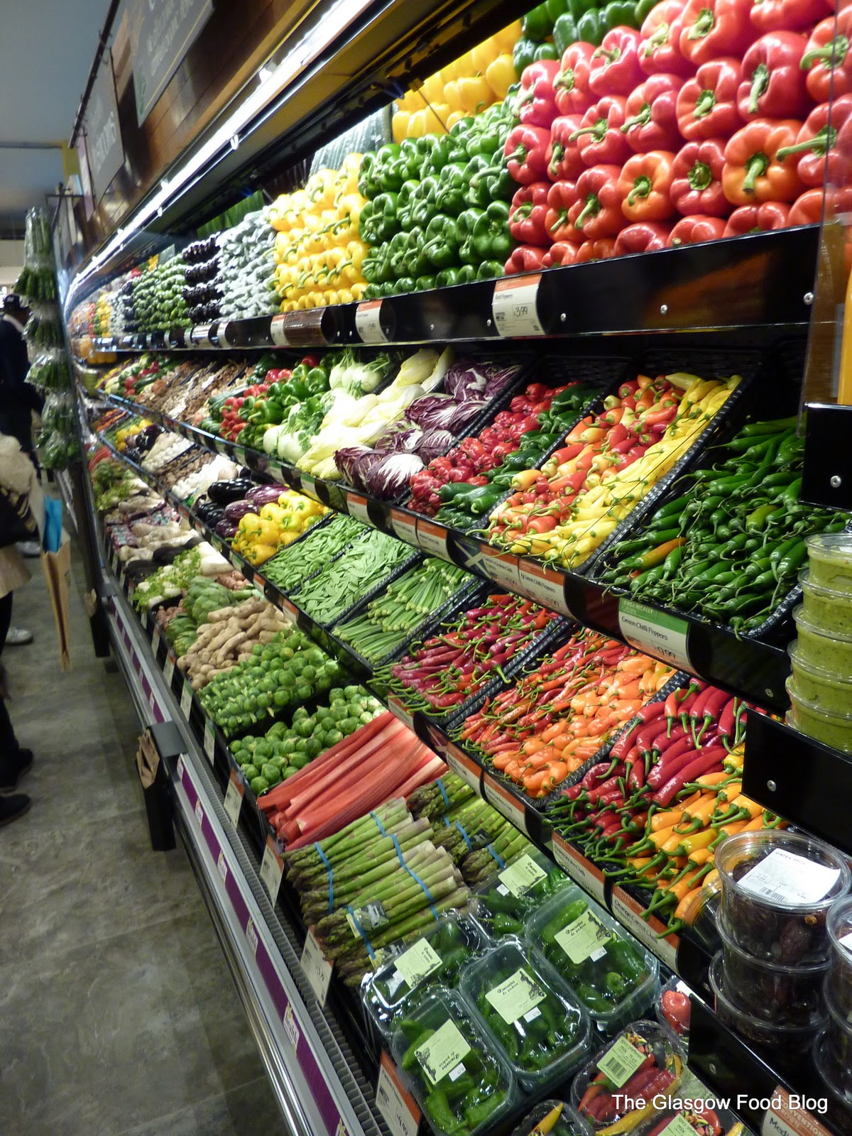 Whole Foods Giffnock: beautifully displayed fresh produce