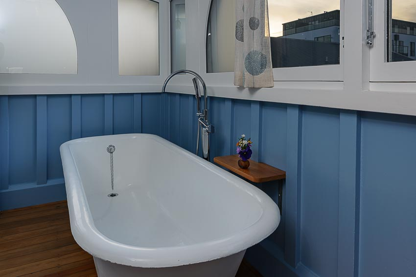The Oak Super King Room Clawfoot Bath Luxury Ensuite Eco Villa Unique Christchurch Accommodation.jpg