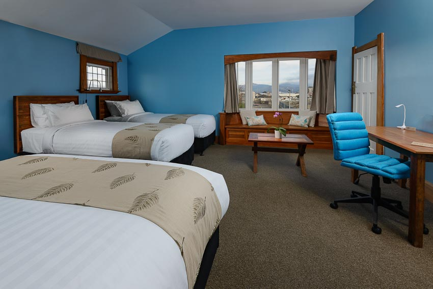 THE CEDAR - FAMILY ROOM WITH QUEEN BED & SUPER KING OR TWIN BEDS WITH DESK