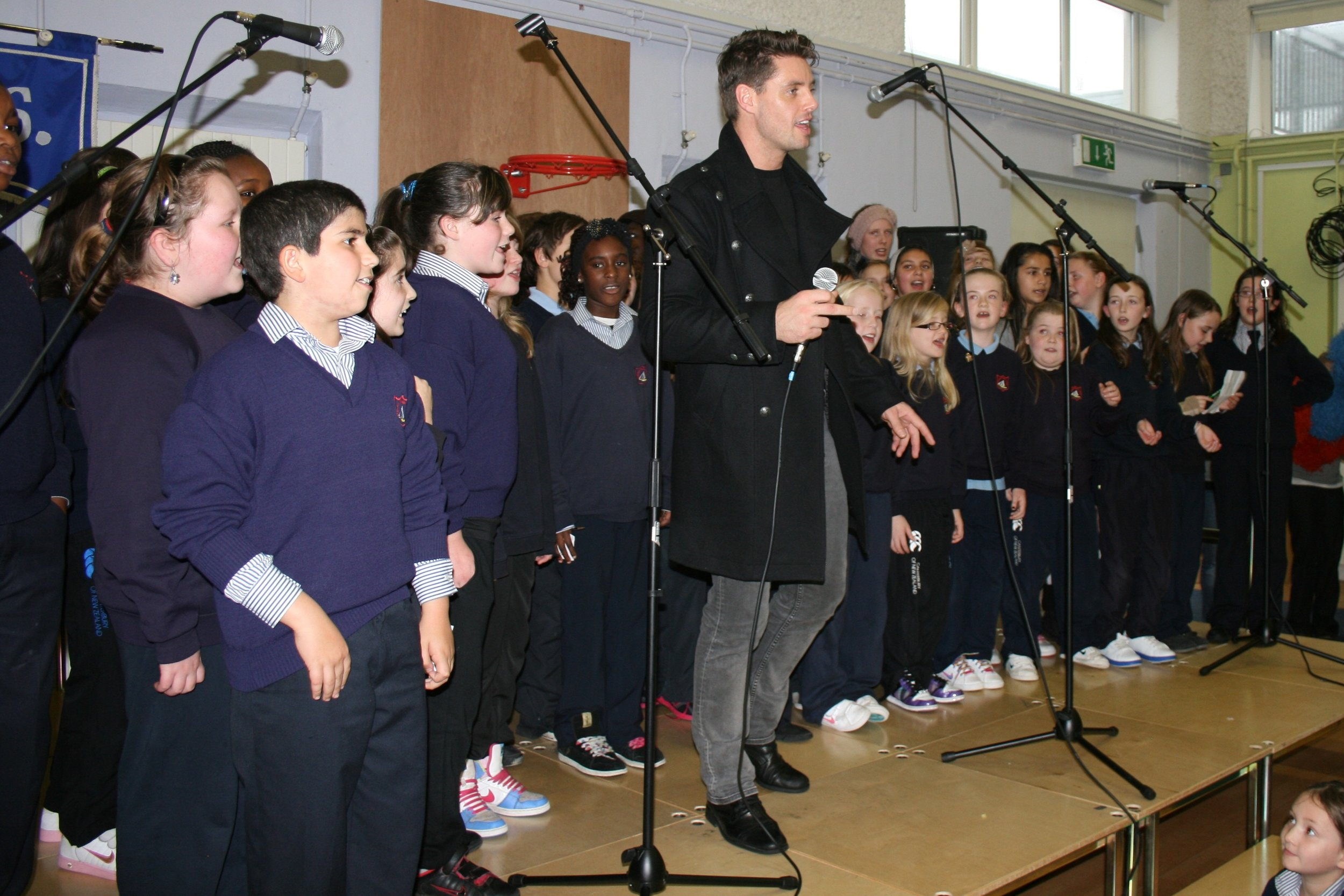 Keith Duffy and Claddagh N.S. Choir.JPG