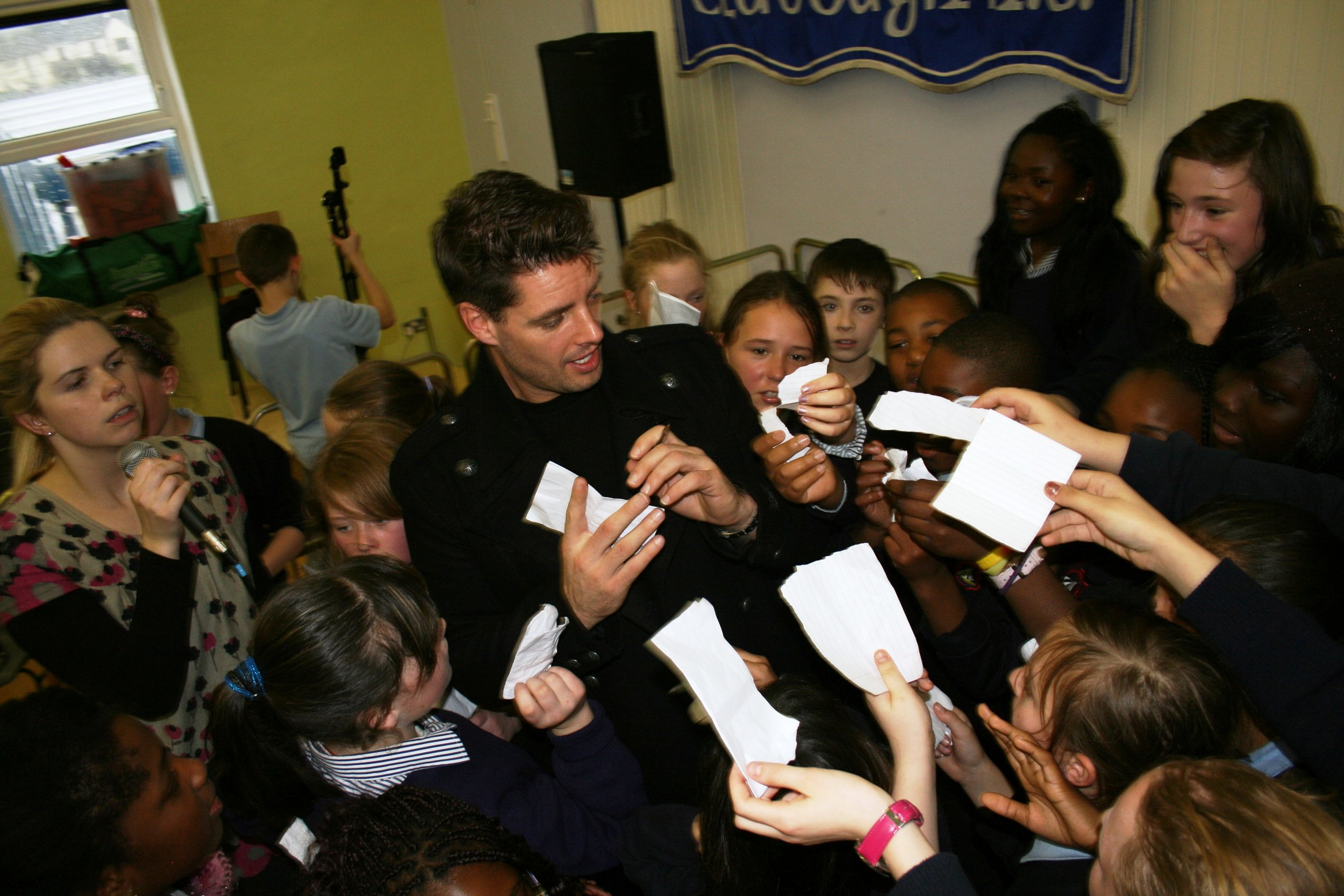 Keith Duffy signs autographs at Claddagh N.S..JPG