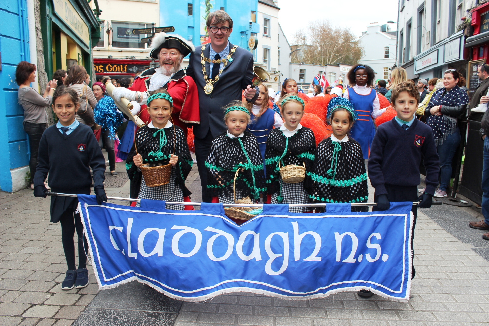 Mayor Niel McNelis and Town Crier Liam Silke with Claddagh School Band Oyster 2018.JPG