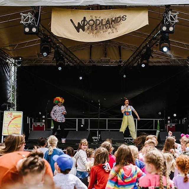 Our friends at @whizzbangpop_entertainers7 certainly kept our Woodland Minis entertained this year!  Thanks to @bex.photo for these fab pics...