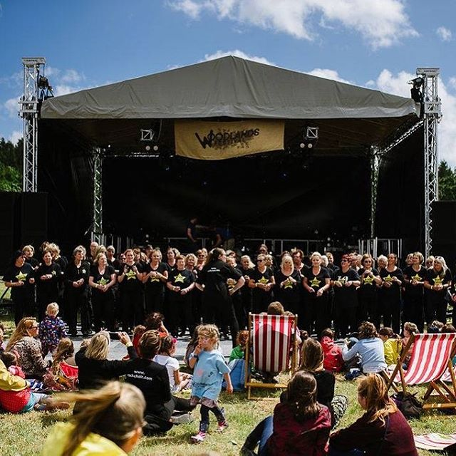 A highlight of this year's Woodlands Festival was hearing Rock Choir in our field on Saturday afternoon... . Thank you to the 112 choir members who joined us...! . Photo credit @bex.photo