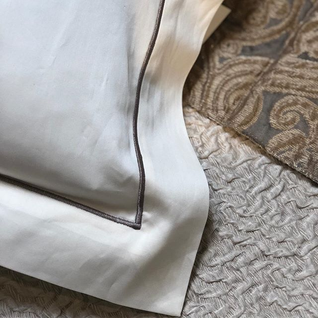 Can't wait for this custom bedding to come in, just in time for the New Year. 🥂#champagne #bedding #newyear #sleeptight