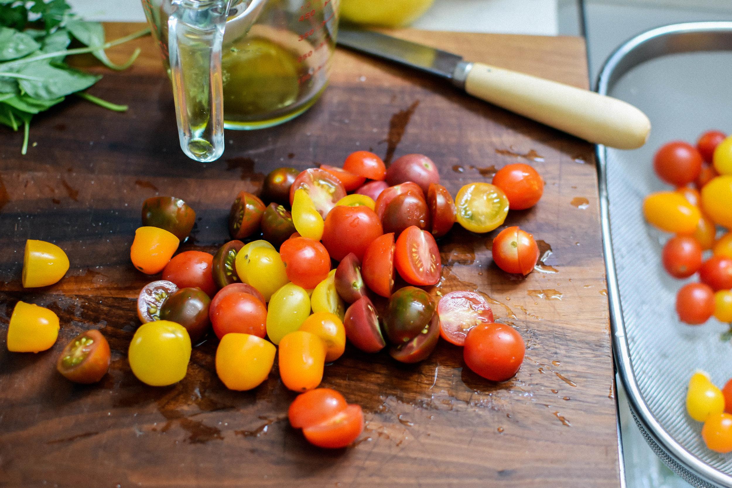 Pasta elbows with pesto and fresh tomatoes