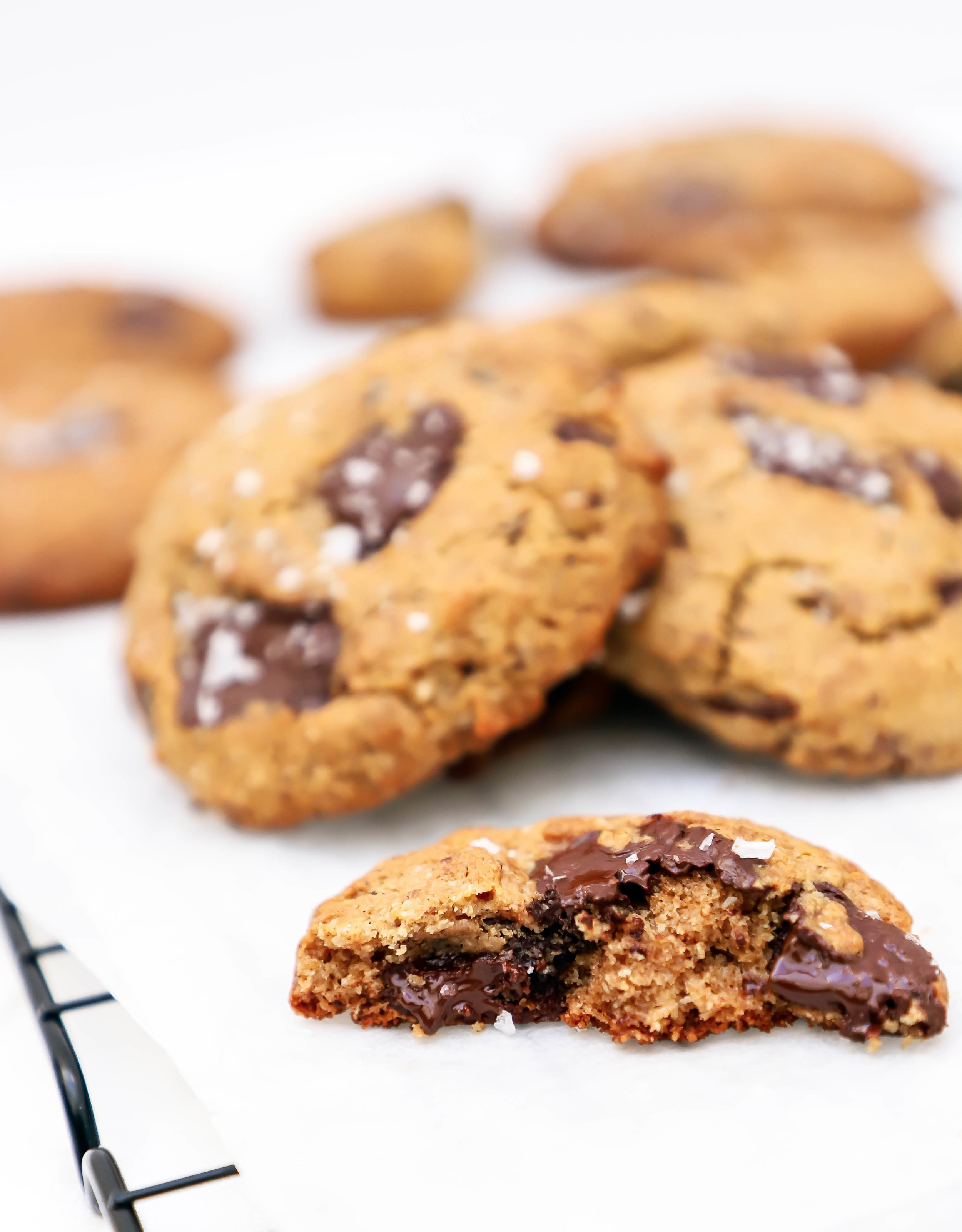 vegan+and+gluten-free+chocolate+chip+cookies+with+tahini+and+coconut+oil