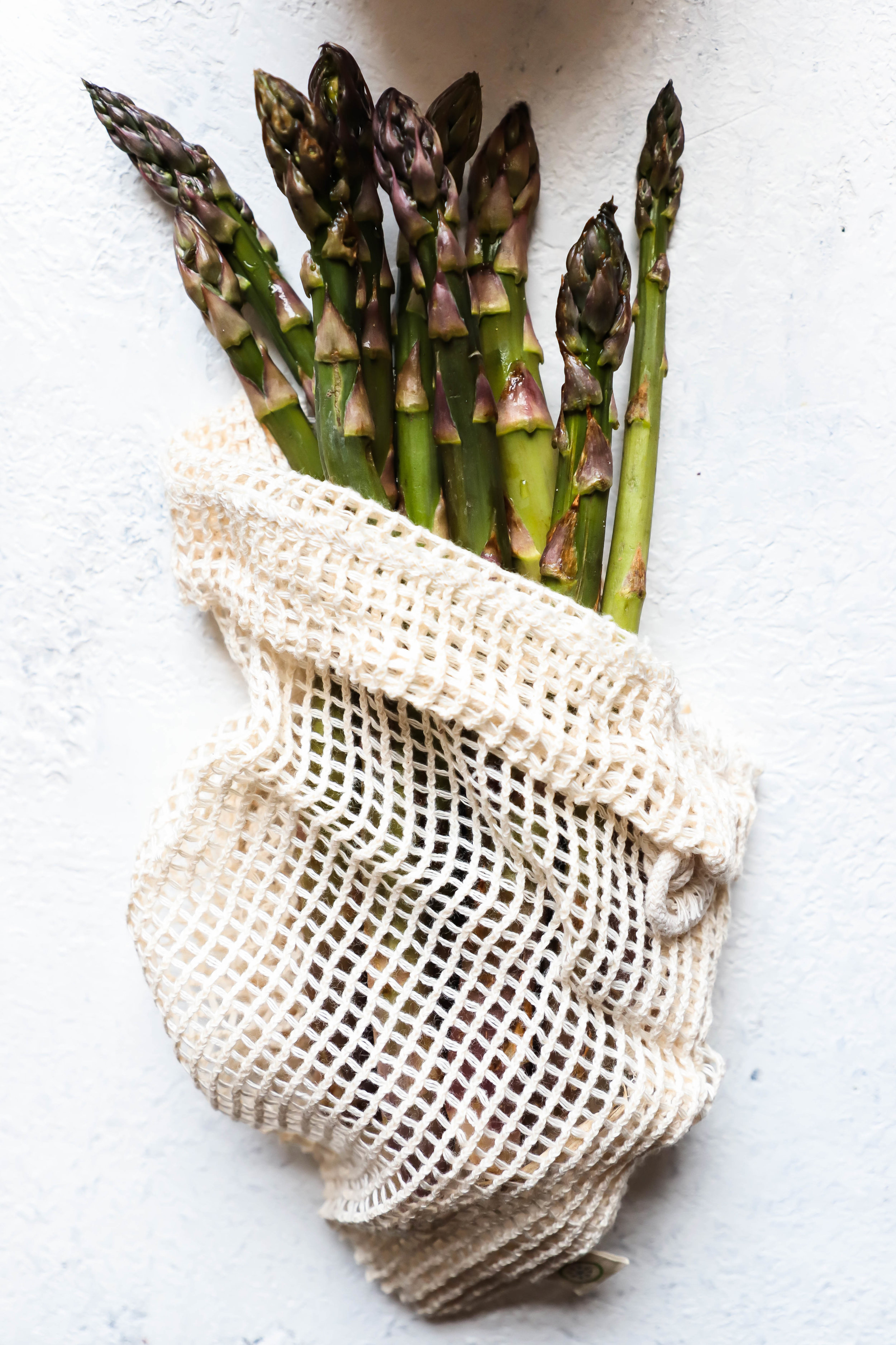 asparagus in produce bag to reduce single-use plastic