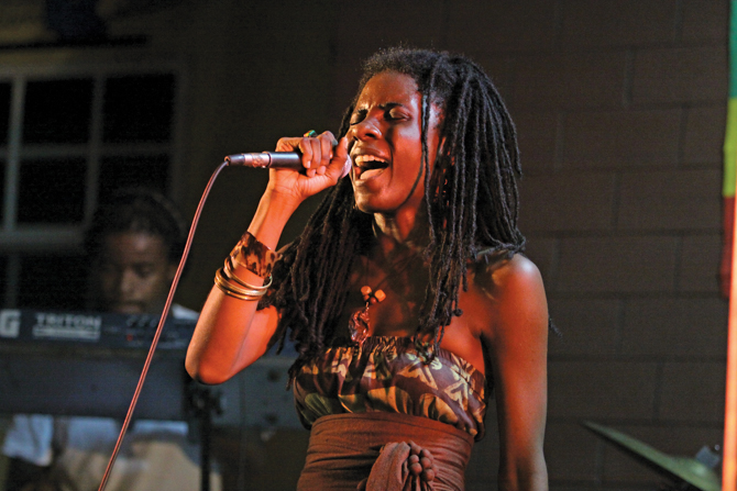 Jah9 - Country Farm - Vineyard Town