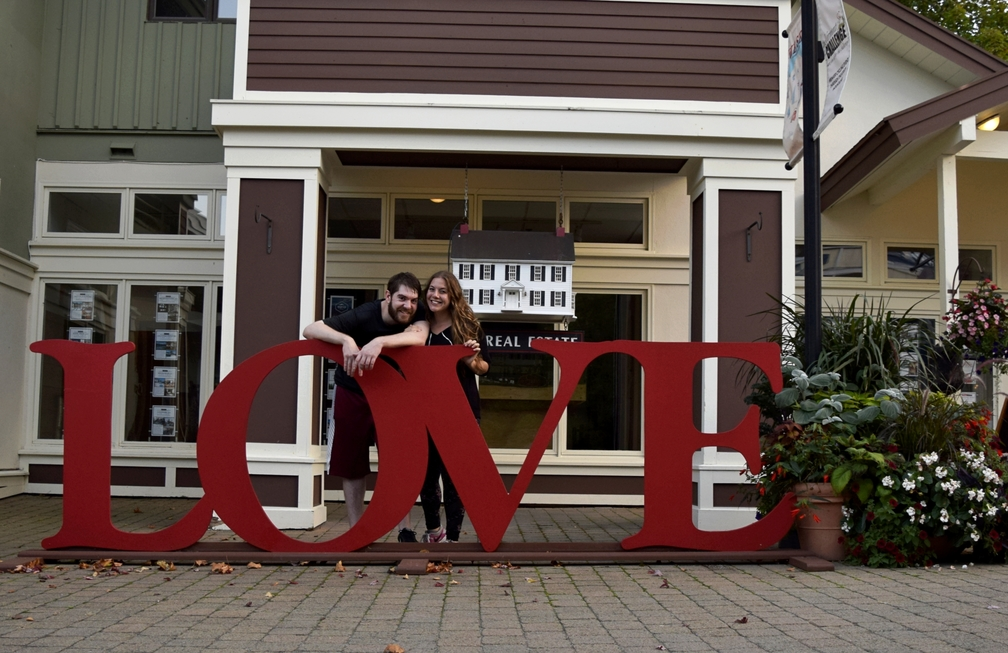 couples picture Love sign vermont stratton mountain