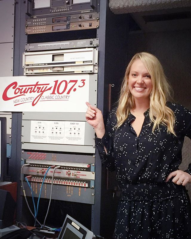 Thank you @country1073  for having me today at the station! 🎶🎼