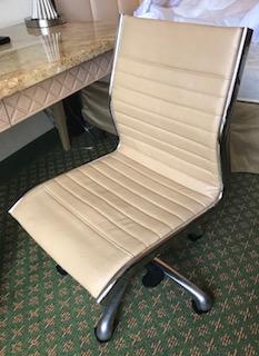 JW Rolling Desk Chair