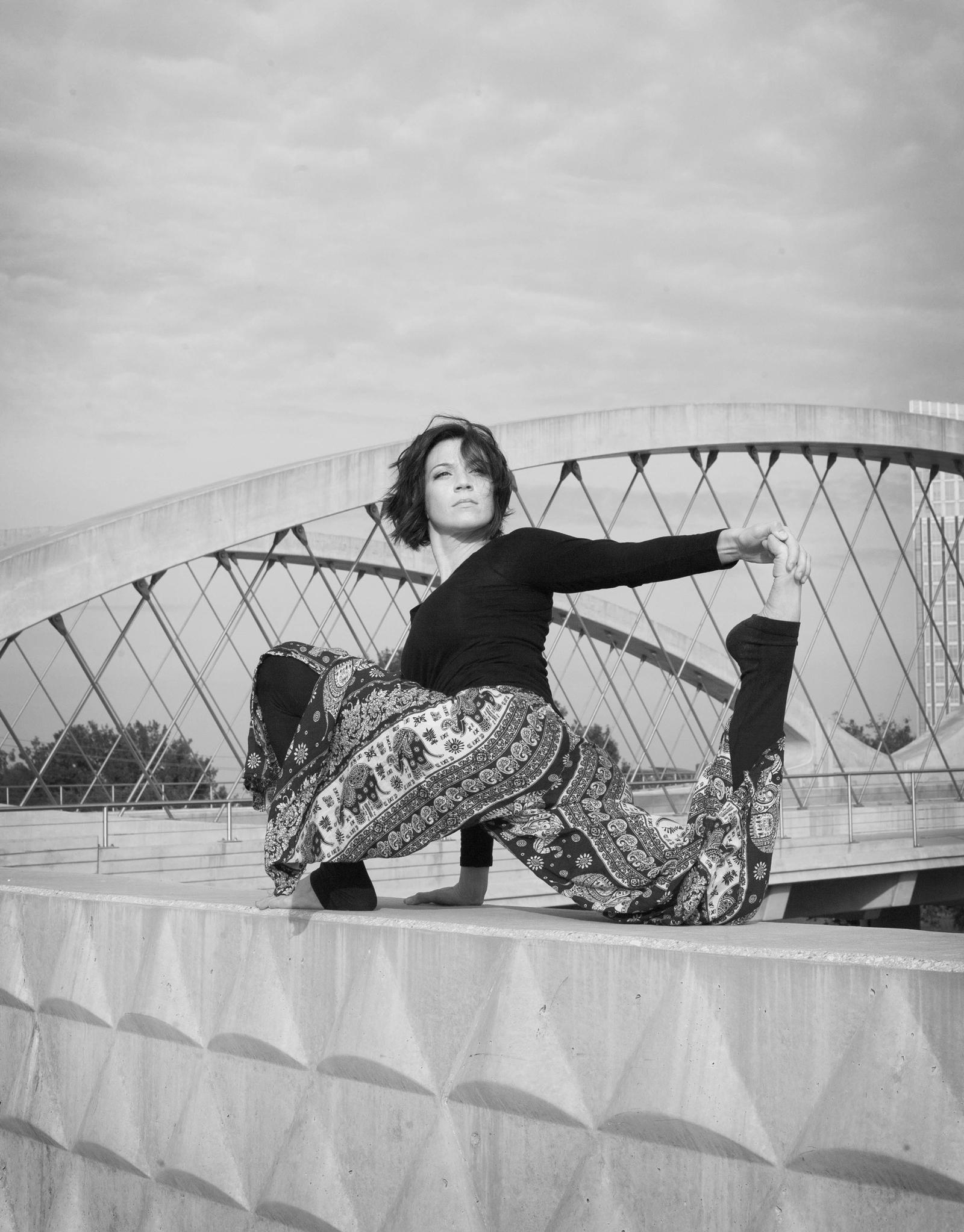 Erin-Yoga-159-BW.jpg
