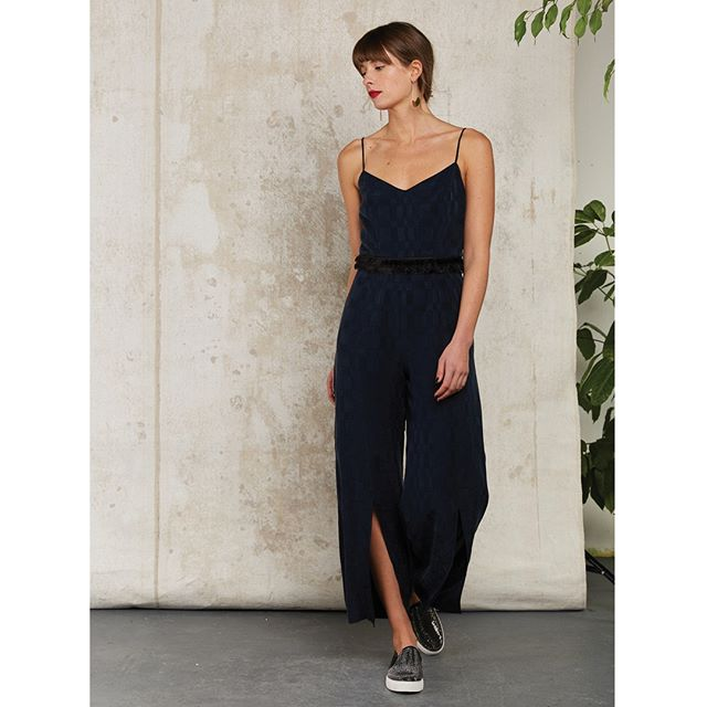 Season of Jumpsuit 💥👌⁣ ⁣ .⁣ .⁣ .⁣ .⁣ .⁣ #jumpsuit #subtlebeauty #allinone #cuprojumpsuit #sleek #smooth #whattowear #instastyle #fblogger #ootd #feminine #fashiondiaries #fashiongram #bestforspring #effortlesslychic #subtlebeauty #britishbrand #londnfashionbrand #fashionandstyle #londonstyle #styleblogger #styletips #shopindependent #fashiondaily #citychic #thoughfuldesign #quincollection #ukfashion #shopsmallbusiness #QUIN⁣