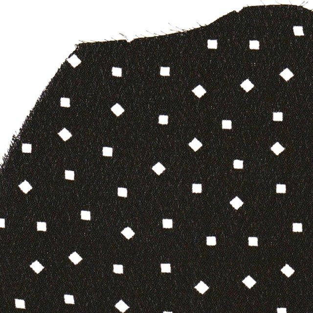 Into the alternative dots ▫️▪️▫️▪️▫️▪️⁣ .⁣ .⁣ .⁣ .⁣ .⁣ #dots #effortlesslychic #subtlebeauty #delicate #blackandwhite #tinygeo #whitedots #whattowear #instastyle #fblogger #ootd #alternativedots #fashiondiaries #fashiongram #subtlebeauty #britishbrand #simplicity #londnfashionbrand #fashionandstyle #londonstyle #styleblogger #styletips #shopindependent #fashiondaily #citychic #thoughfuldesign #quincollection #ukfashion #shopsmallbusiness #QUIN⁣