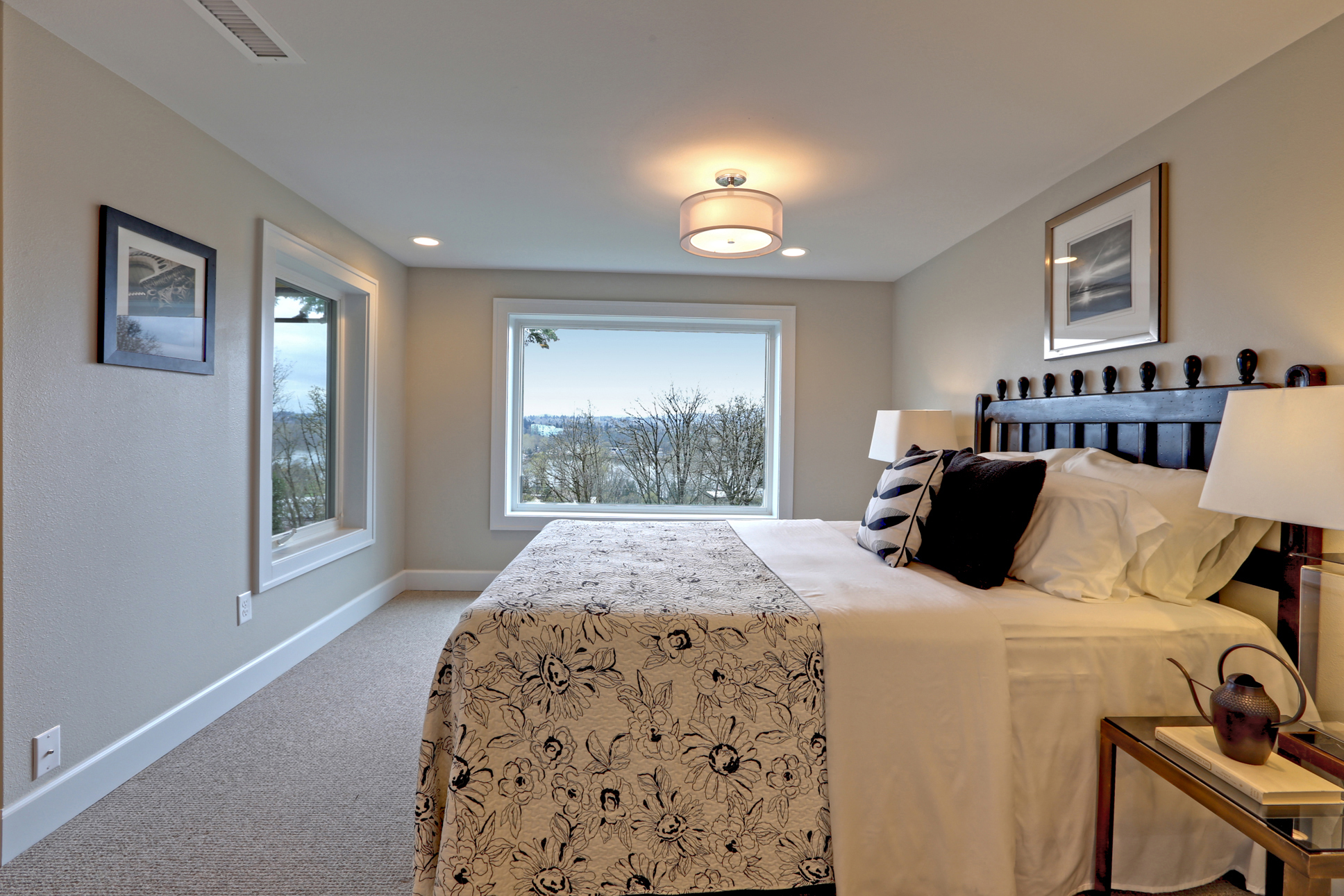 Panoramic views called for large north- and east-facing picture windows in the master bedroom. Softness and luxury is found underfoot with 100% natural New Zealand wool carpeting in the bedrooms.