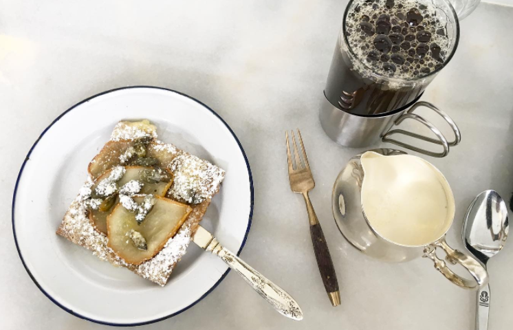 Fresh from the oven, this warm pear, honey and pumpkin seed tart was the perfect light dessert to finish off the meal. We also appreciated the sweet details: silver carafes for the cream and the small wood handled dessert fork.