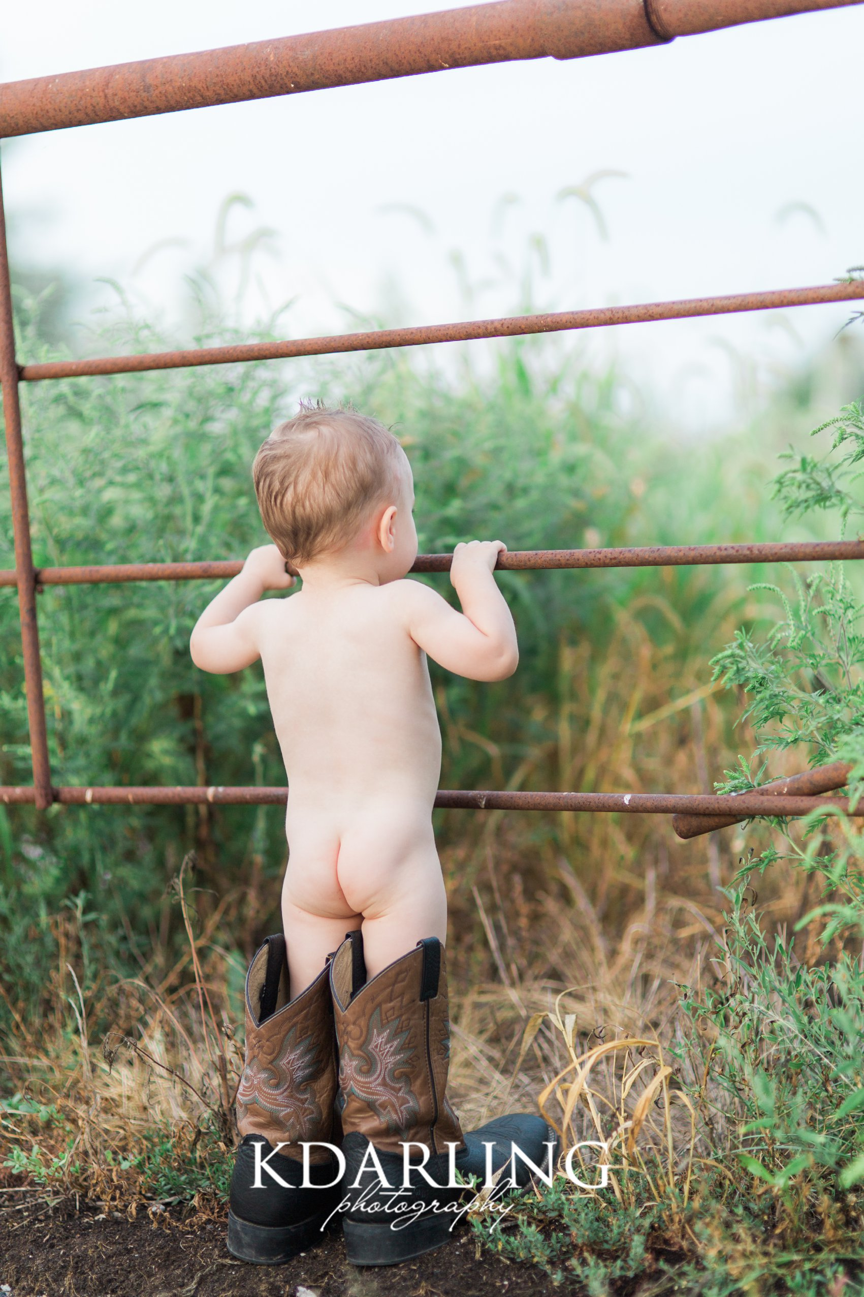 toddler-boy-18-months-family-three-hunting-red-barn-champaign-IL-family-photographer-darling_0322