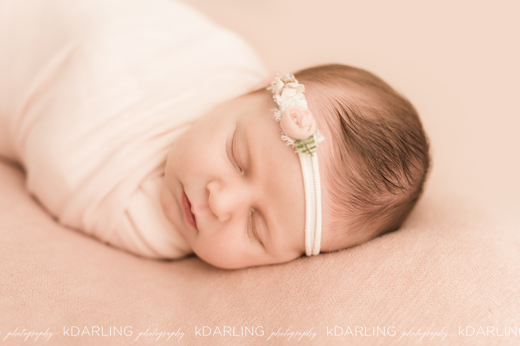 Newborn-Photography-Champaign-County-IL-Girl-pink-white-darling_1939.jpg