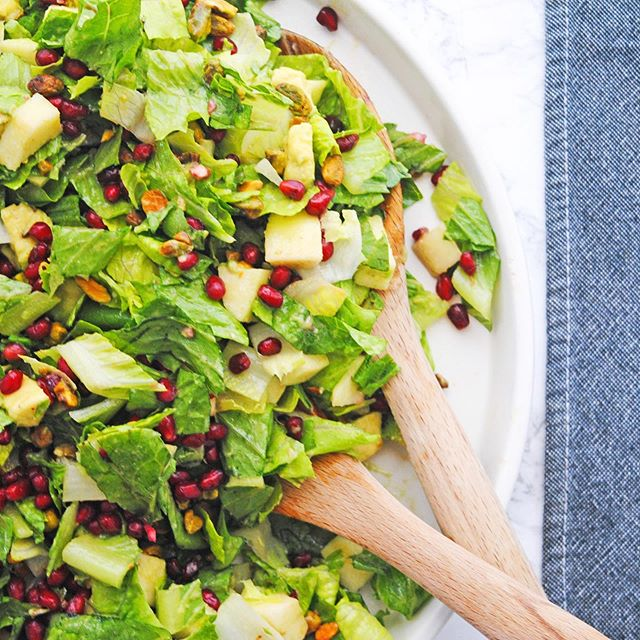 we're FALLing in love with this simple salad and we're not at all sorry for the v bad pun 🙃 our #fall #salad with apples, pomegranates and pistachios is on the blog today! 🥗🍁♥️