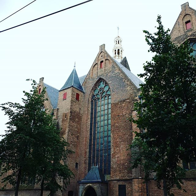 "What does this church have to do with ""filthy rich"" people? Take our free tour  of The Hague and find out. Thursday through Sunday at 10.30 and extra afternoon tours at 14.00 on Sat/ Sun! (#elswheretours : A local free tour, local business and local guides) #freewalkingtours #freetourthehague #freewalkingtourthehague #lahaya #denhaag #thebestofholland #ig_holland #ignetherlands #ig_europa #localguides"