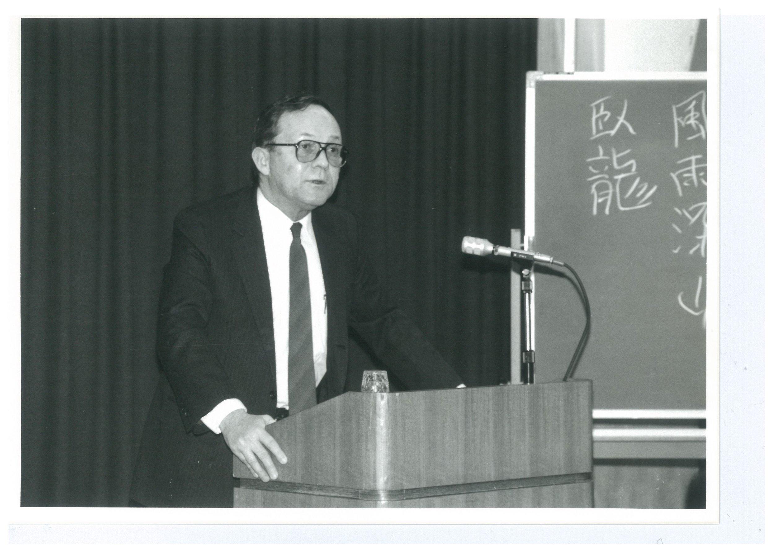 Chalmers Johnson (1986).jpg