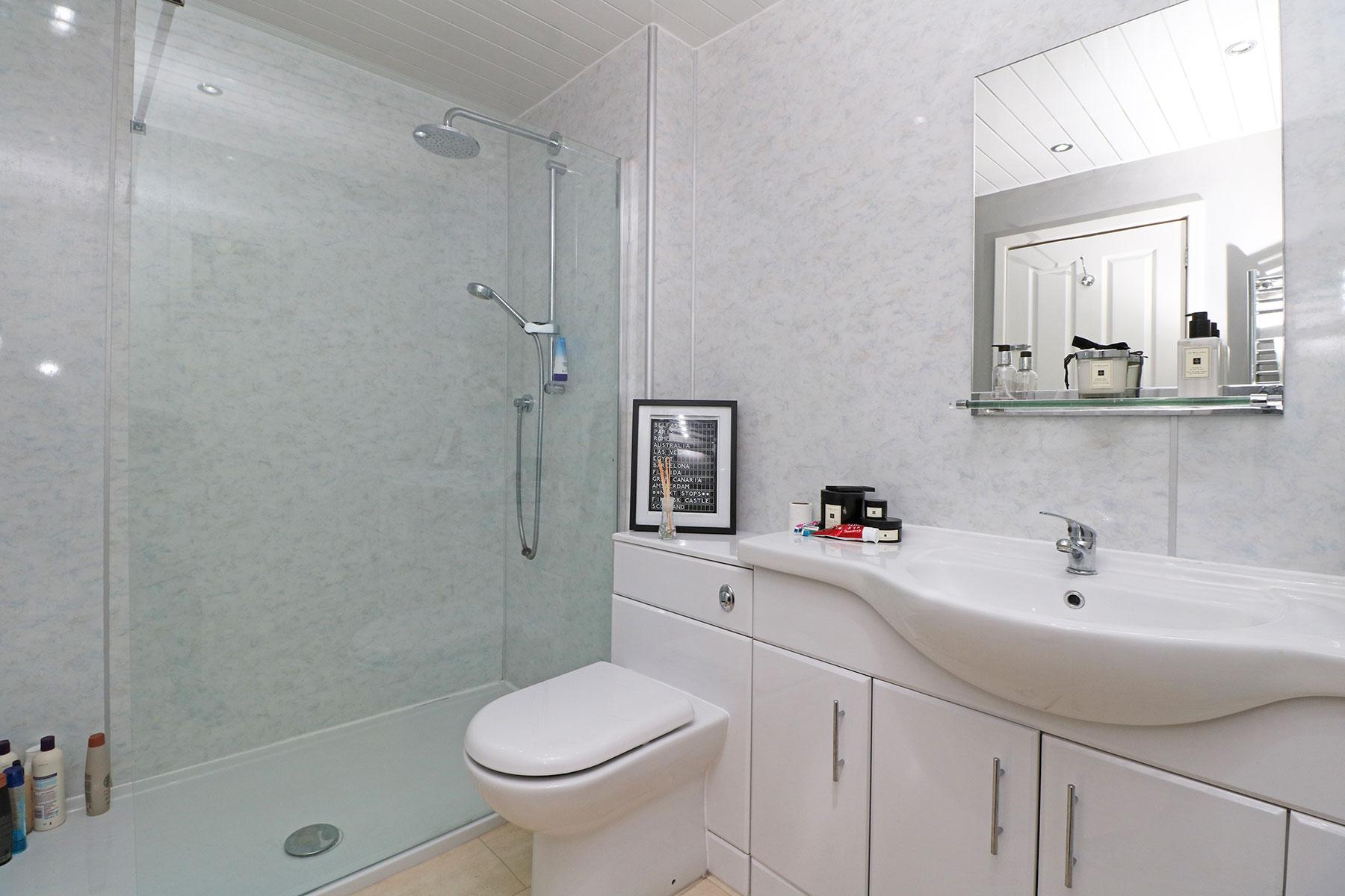 larchfield-gardens-bathroom.jpg