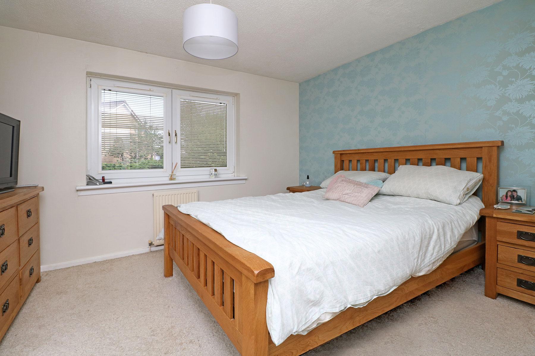 larchfield-gardens-bedroom-1.jpg