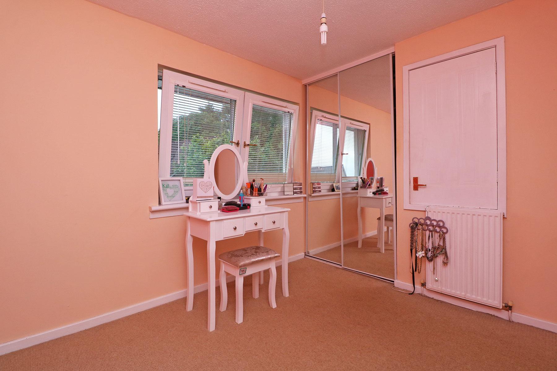 larchfield-gardens-bedroom-2.1.jpg