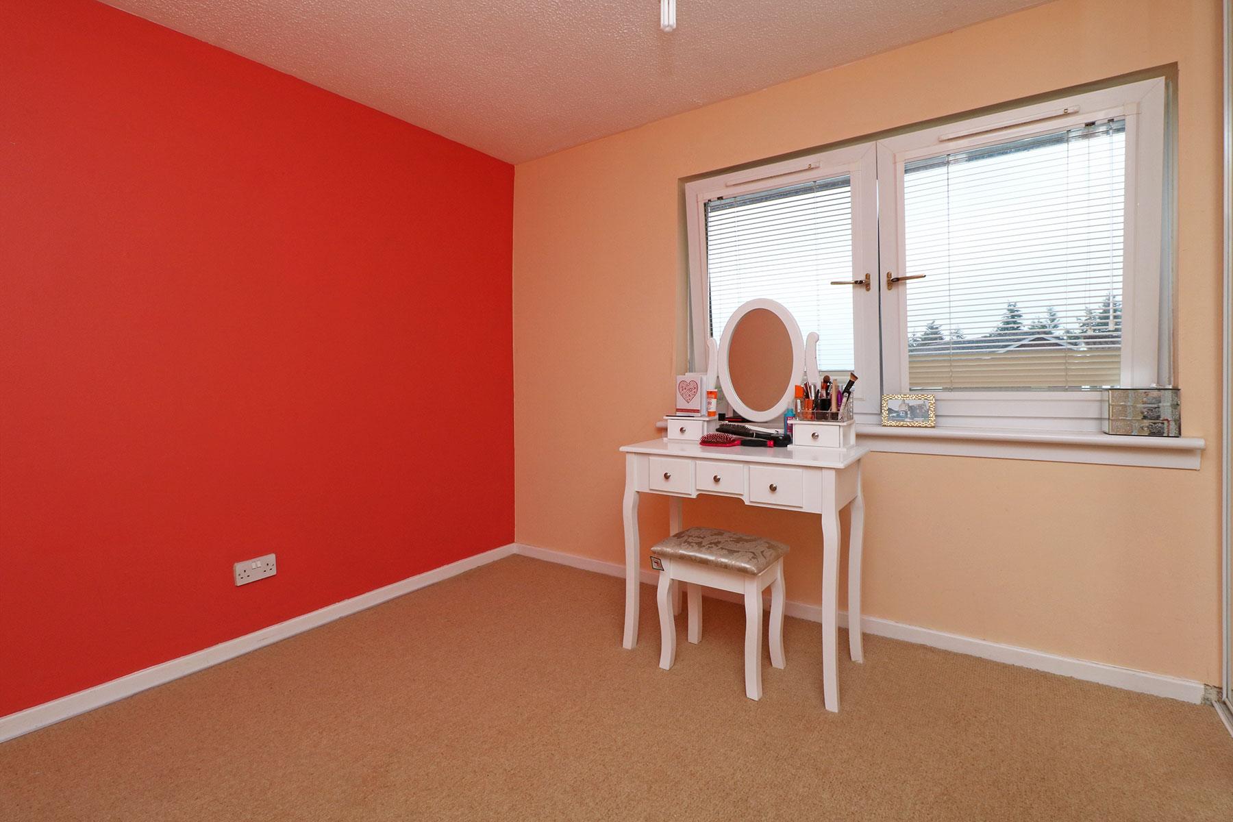 larchfield-gardens-bedroom-2.jpg