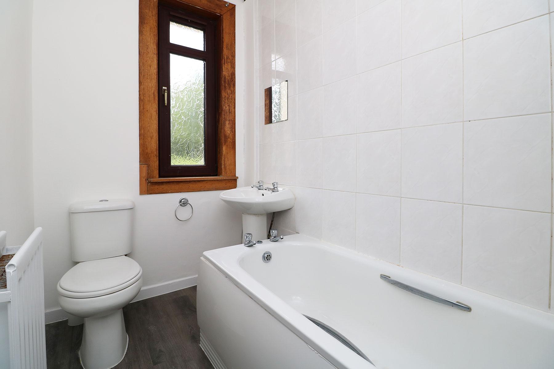 kerrsview-terrace-bathroom.jpg
