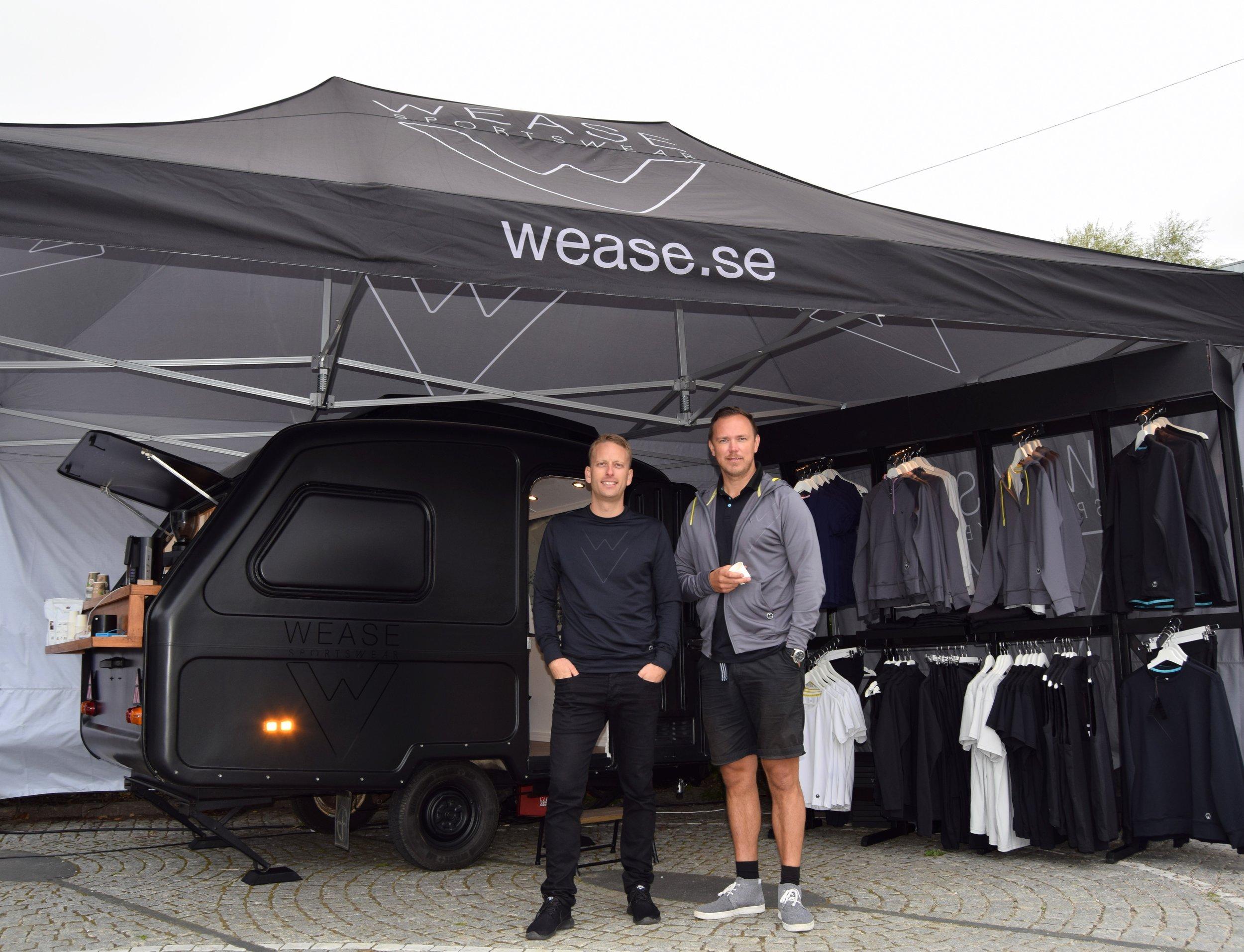 Fredrik Persson och Björn Lind i Wease egen Pop-up butik.