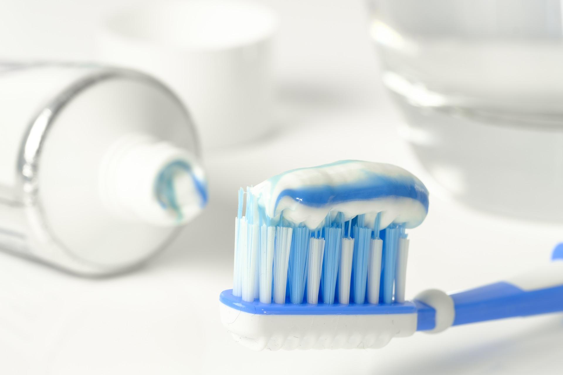 toothpaste-3067569_1920.jpg