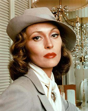 Roman Polanski var inspirerad av sin mamma när han klädde Faye Dunaways rollfigur Evelyn Mulwray i filmen  Chinatown .