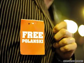 En supporter har en Free Polanski-skylt på sig under Zurich Film Festival 2009.