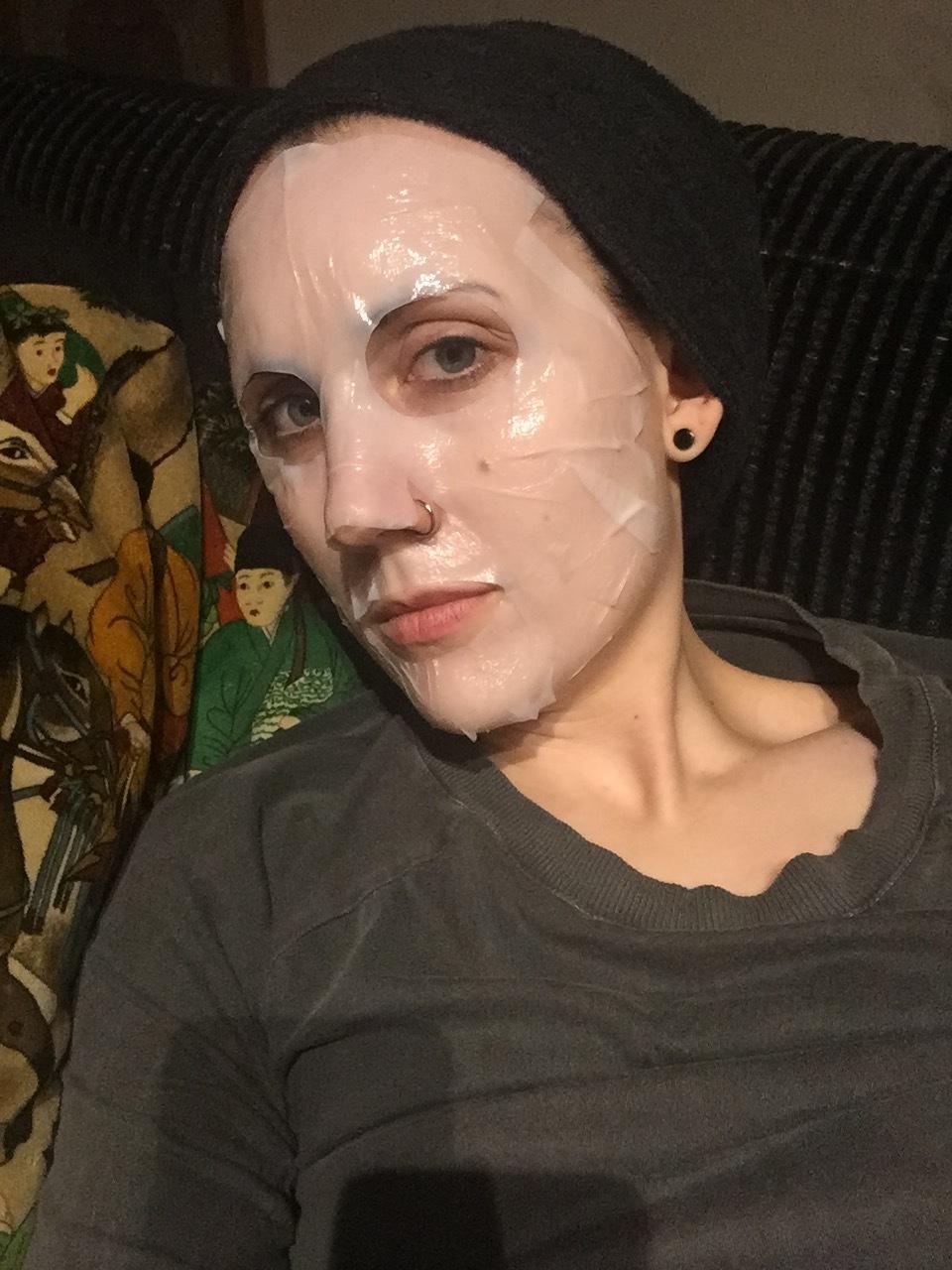 Förlåt, jag vet att bilder med arkmasker på är mardrömslika, men kolla vad bra den sitter!