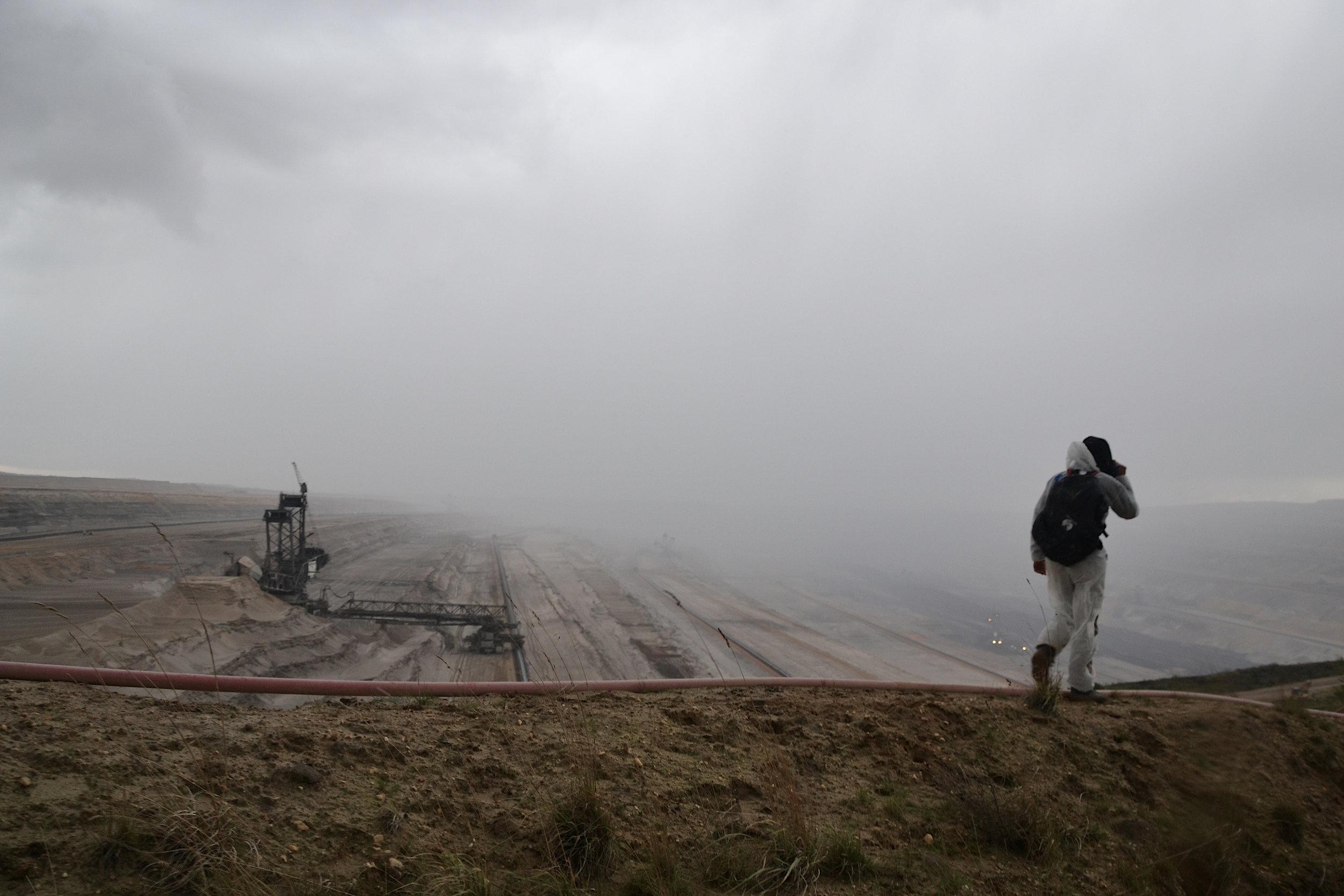 Utsikt över dimmig kolgrävplats.  Foto: Line Skov