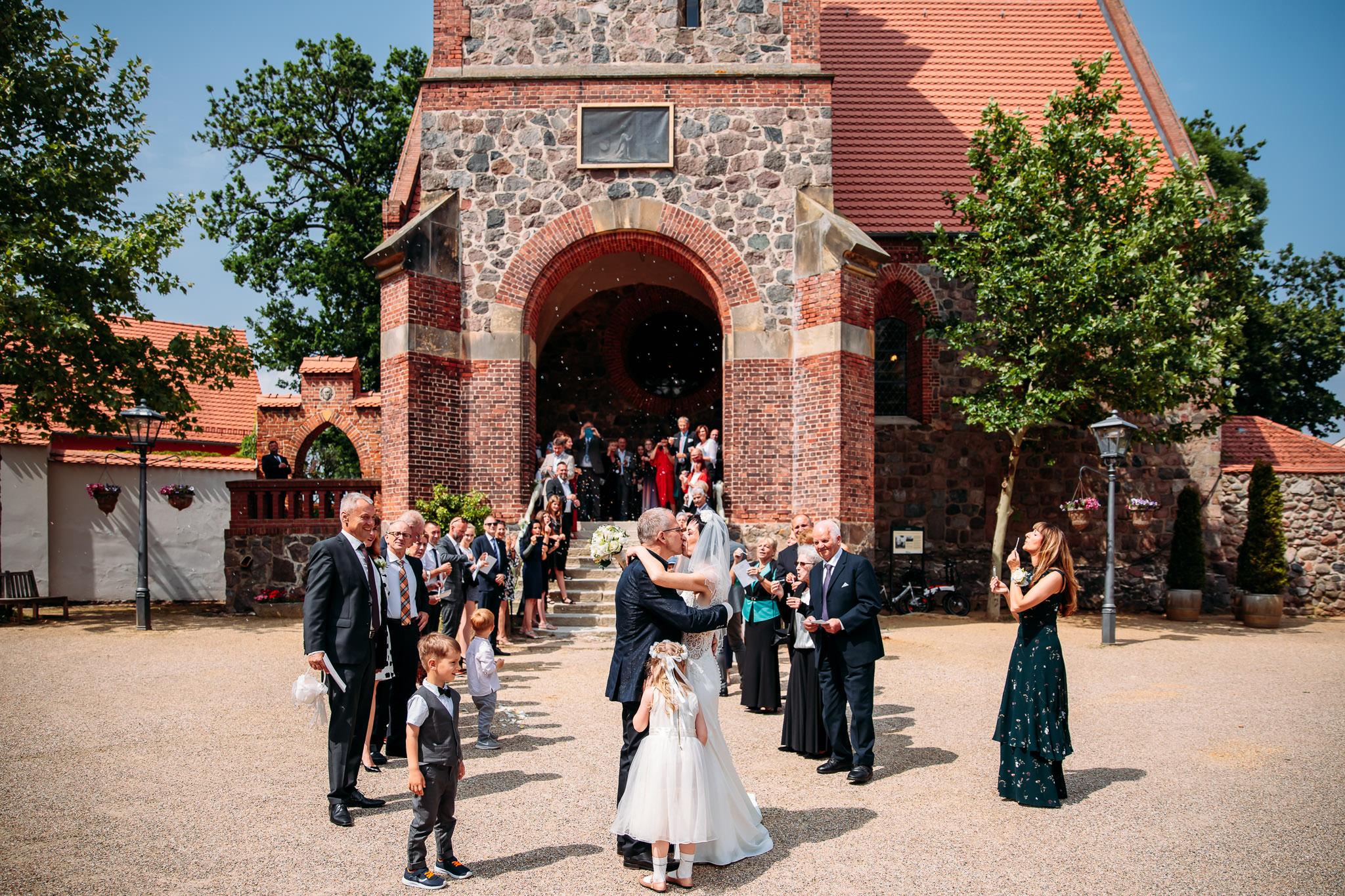 190615_Hochzeit_kirchliche_Trauung_Schloss_Gut_Liebenberg_Seehaus_Brandenburg_web_0013.jpg