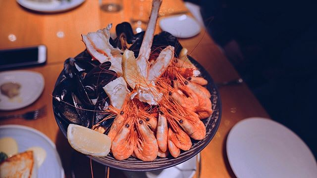 Last supper - cholesterol 💯🦐🦀 . . . . #food #foodie #foodlover #foodporn #eat #foodphotography #eats #travel #travelgram #wanderlust #foodporn #travelphotography #explore #wanderer #sweet #travelphotography #selflove #loveyourself #treat #winter #christmas #norway #dinner #sheisnotlost #fresh #strongwomen #seafood