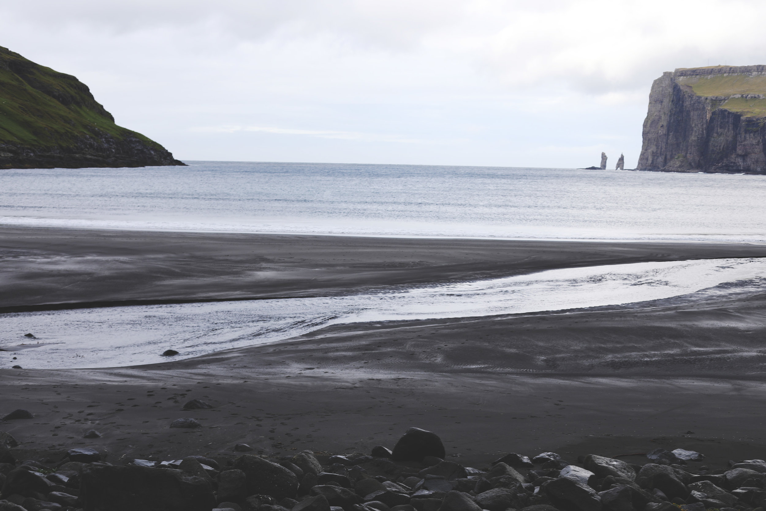 In the distance, toward the right, you can see the two giant sea stacks, Risin og Kellingin.