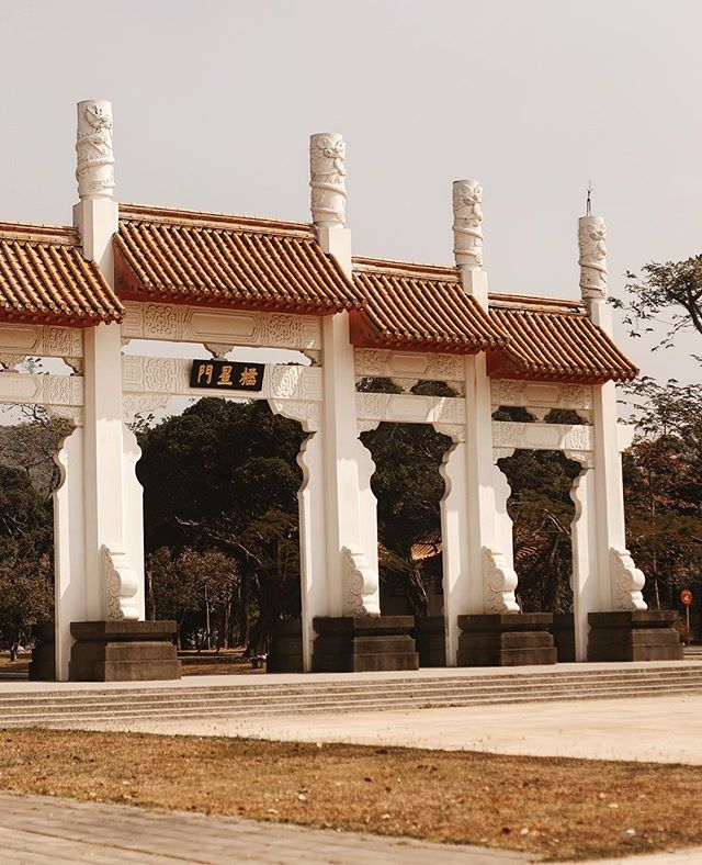 One of our favorites temples dedicated to Confucius, located on the corner of Lotus Lake.