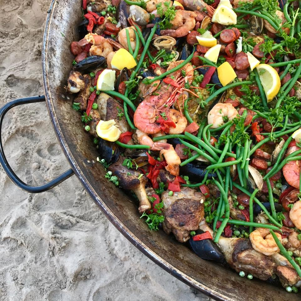 bomba-paella-catering-butterfly-beach2.jpg