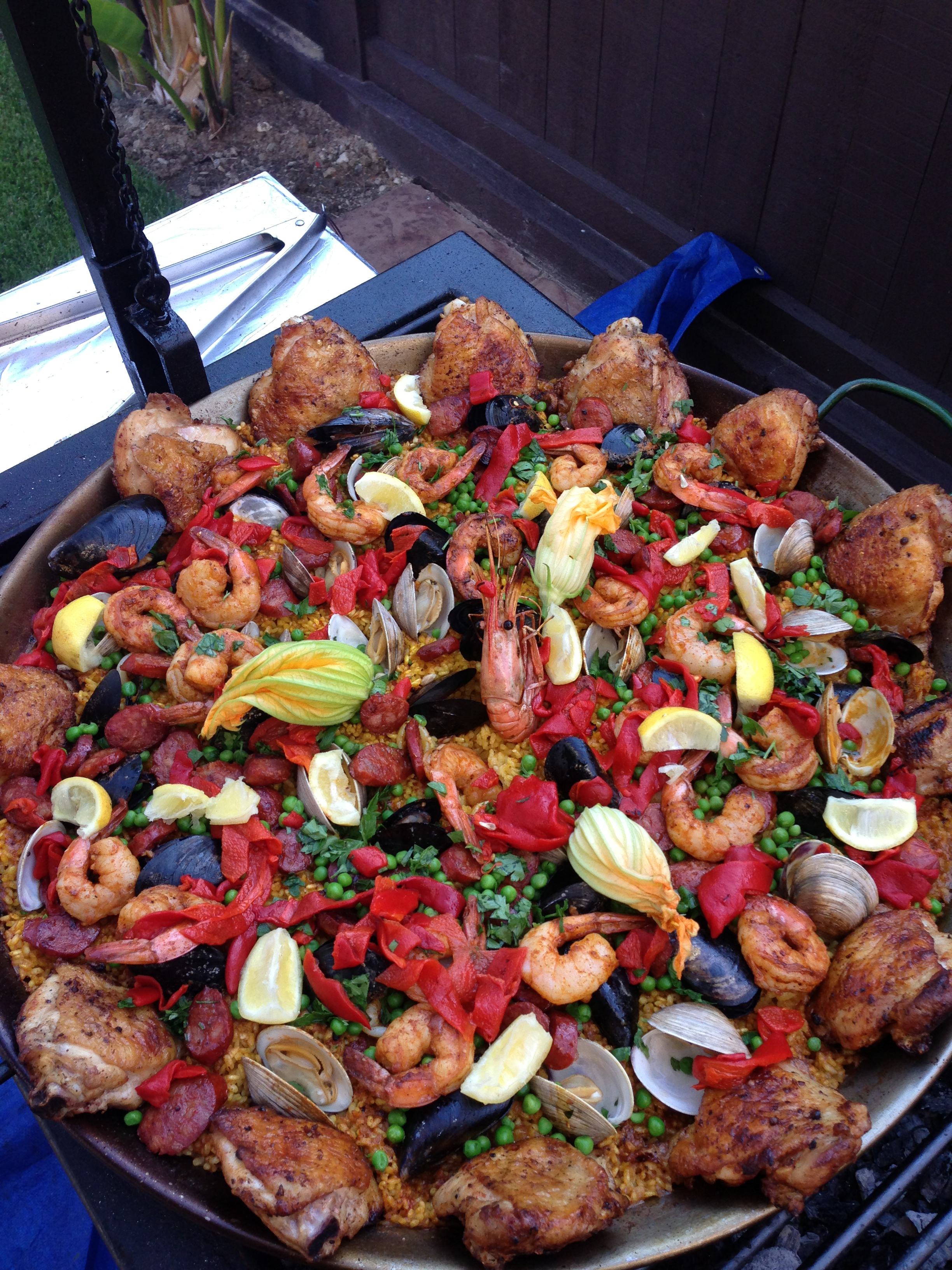bomba-paella-catering-los-angeles-paella_mothers_day.JPG