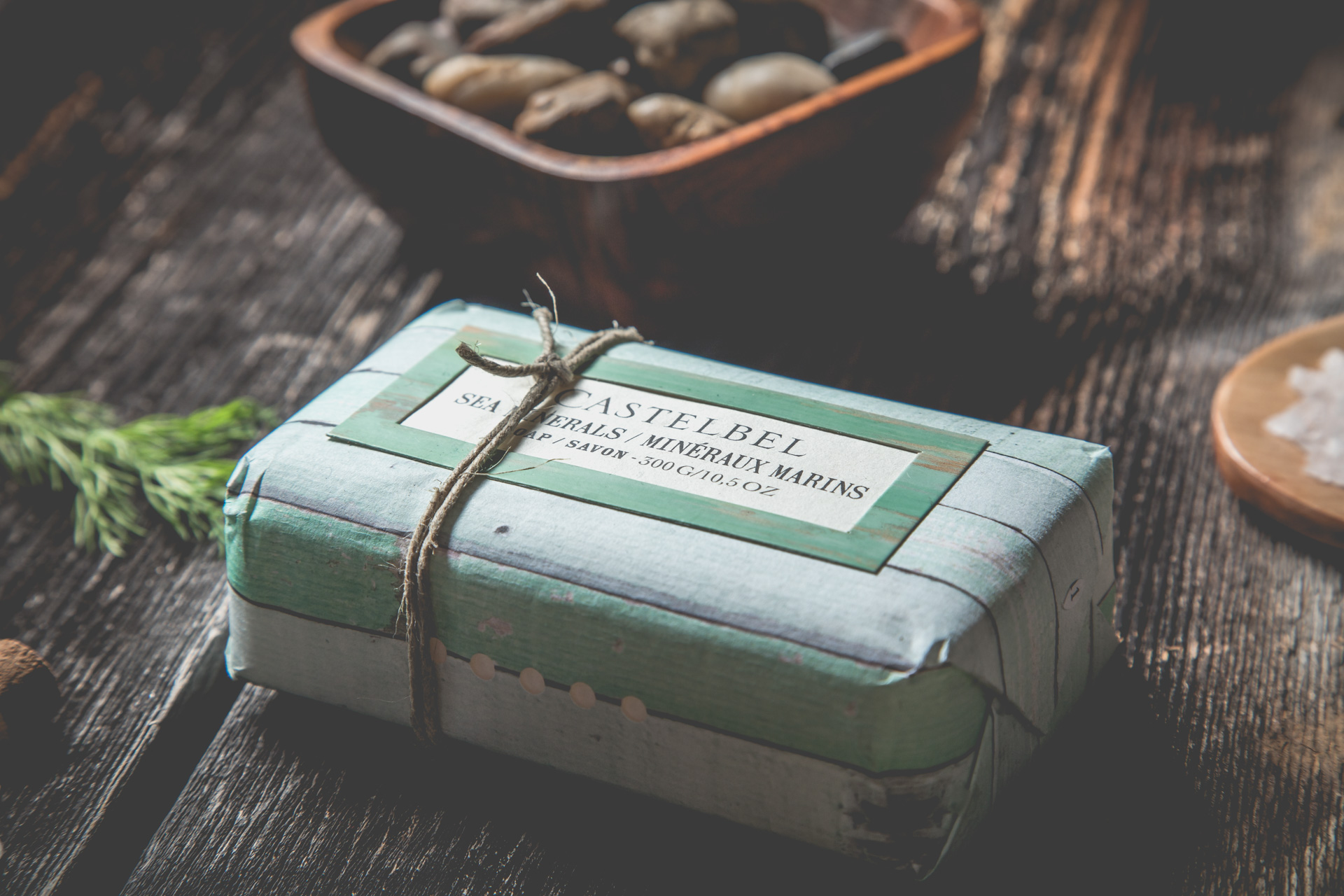 Sabrina Belzil Photographe-PixelFabriquesavon-vert-sels-minéraux-bleu-bois-roche