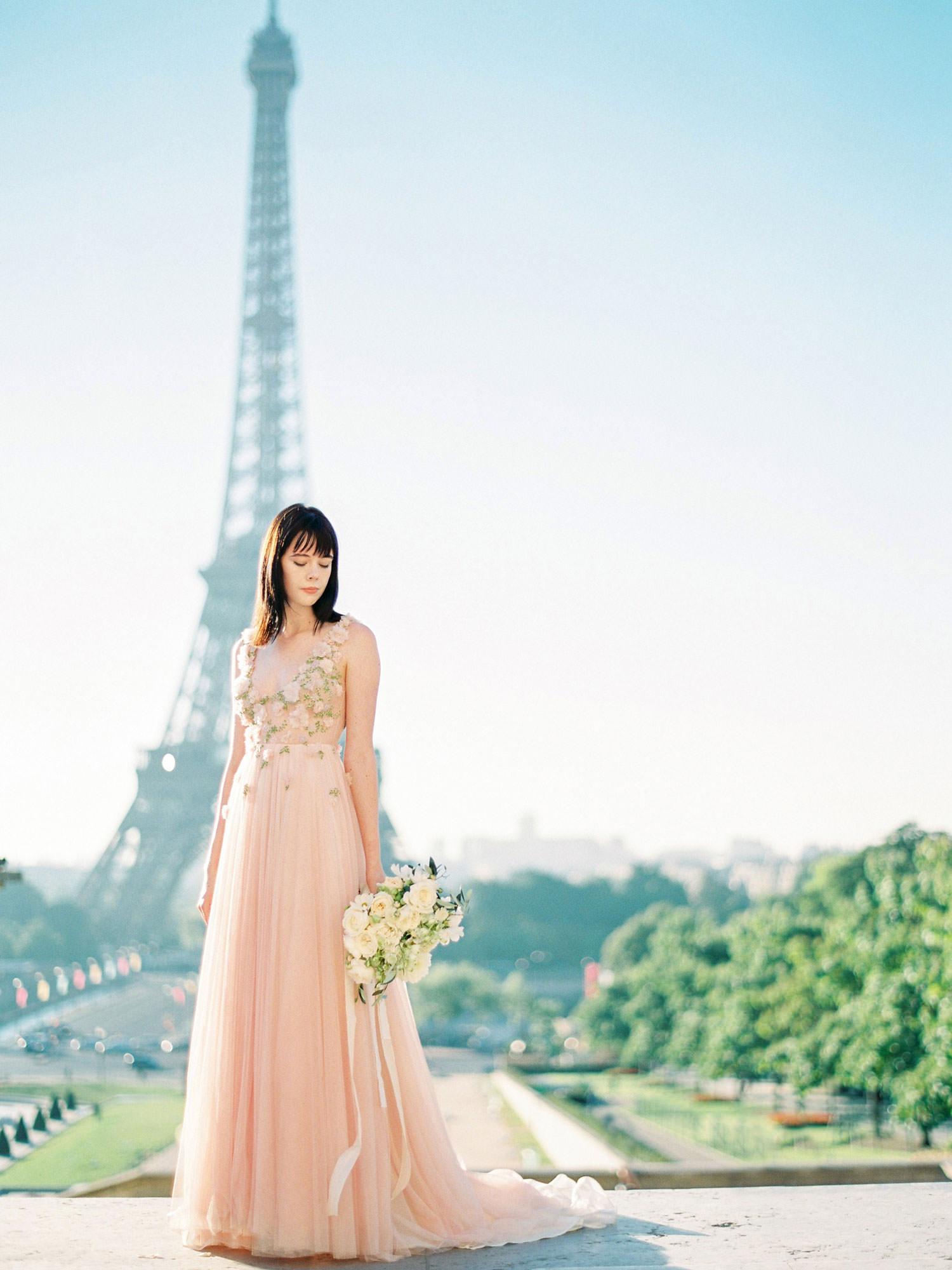 summer engagement shoot in paris -