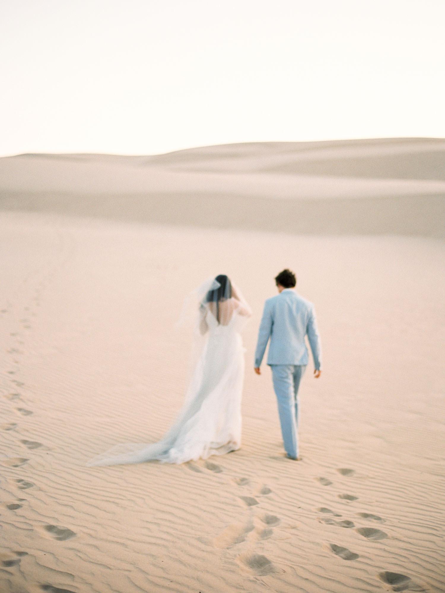 wedding couple shoot in Morrocan dunes -